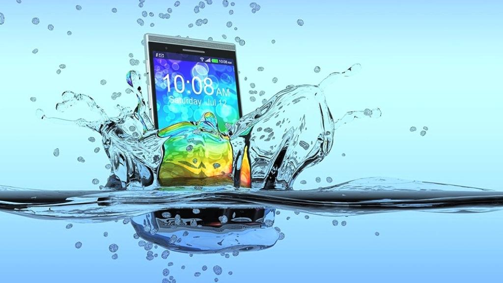 Утопил сенсорный телефон в воде, что делать